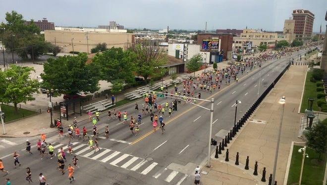 A view of the KDF Marathon and miniMarathon from the CJ offices on Broadway.