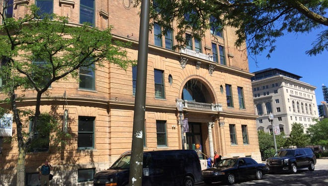 The city of Detroit says the Carr Center may remain as a tenant in Paradise Valley but will not occupy the entire building in the old Harmonie Club.