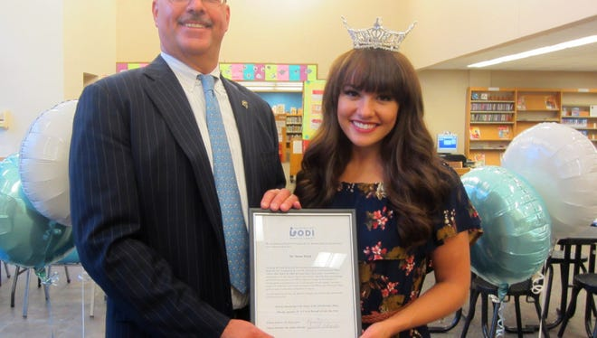 Justin Watrell of the Lodi Public Library presented a proclamation of thanks to Miss NJ Brenna Weick during a program celebrating the Wizard of Oz at the public library in September.