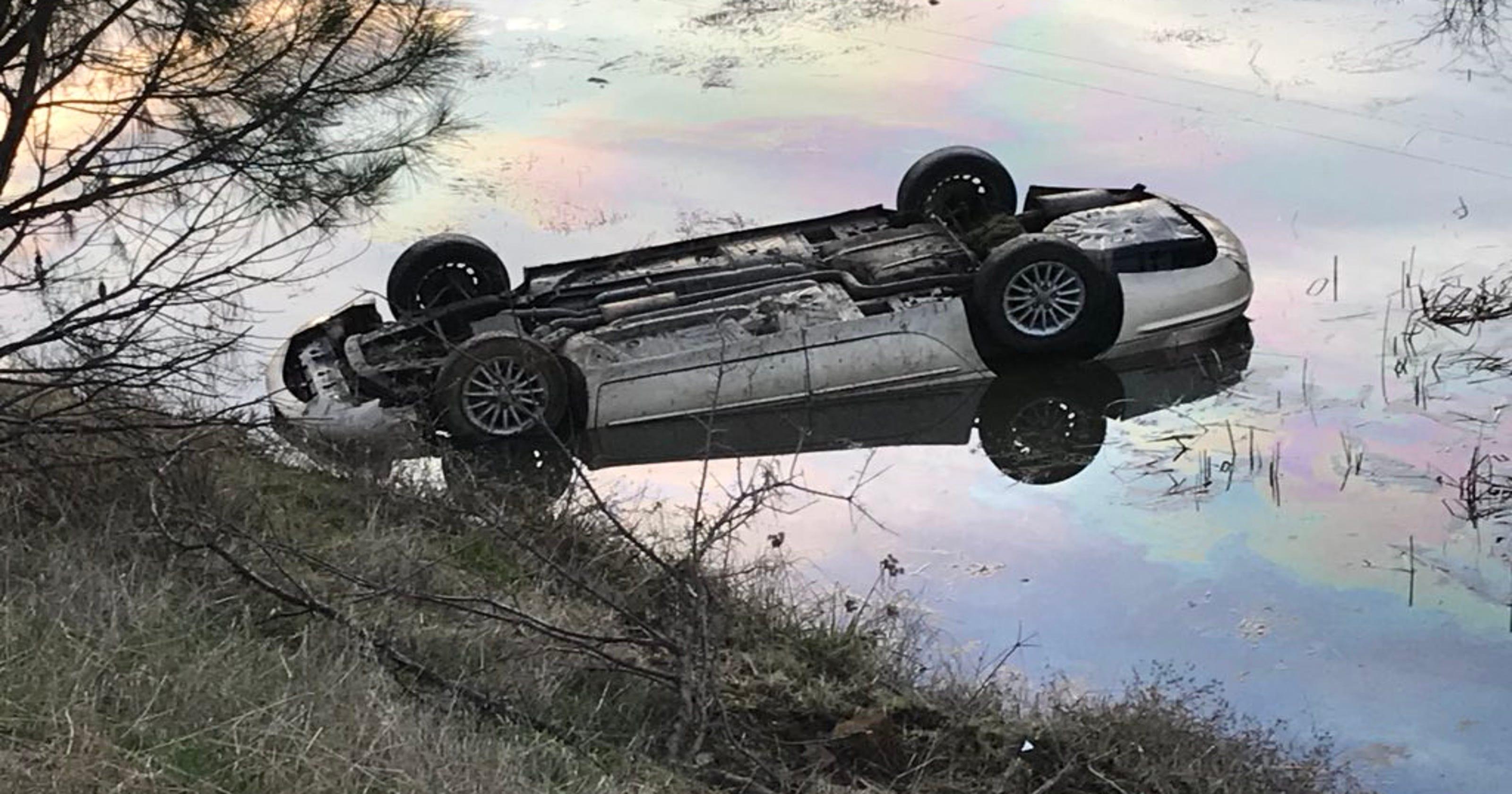 man found dead in car upside down in pond. Black Bedroom Furniture Sets. Home Design Ideas
