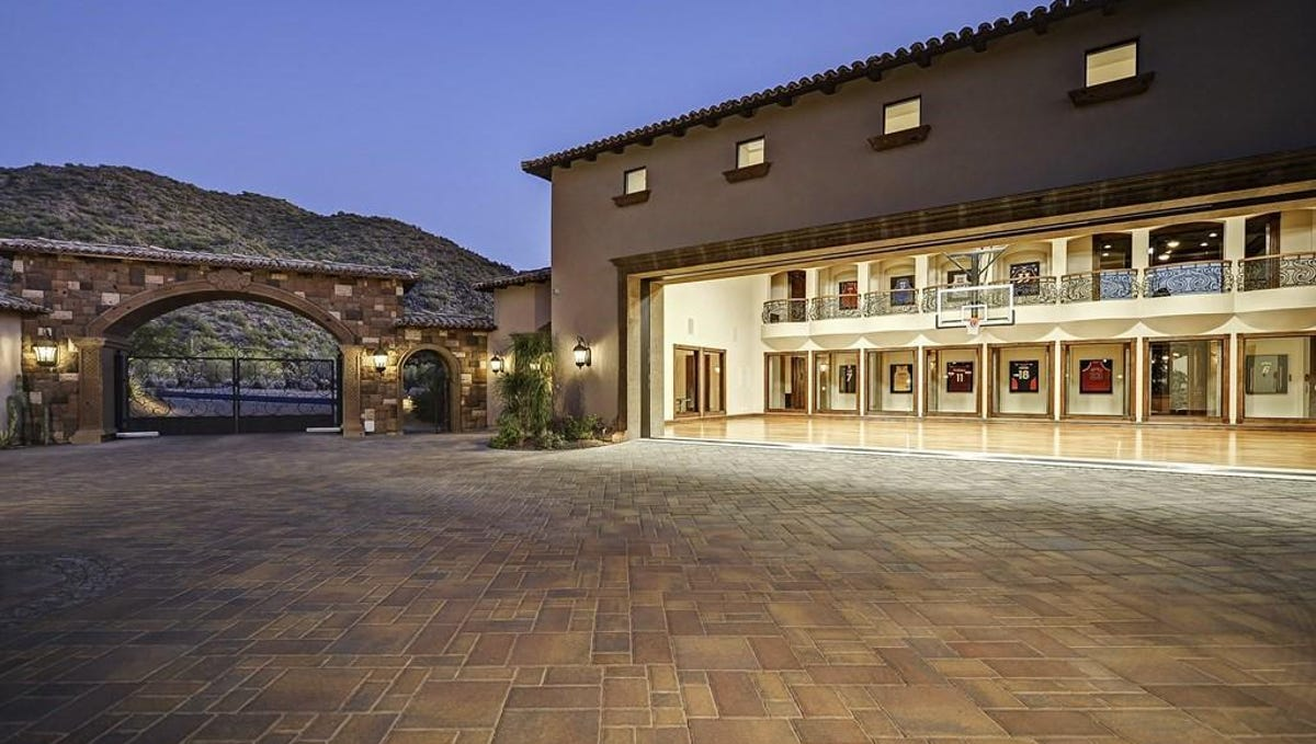 Luxury Homes 3 2m Mesa Mansion Has Nba Style Basketball Court