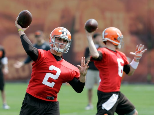 Cleveland Browns quarterback Johnny Manziel (2) passes with Brian Hoyer (6) during a practice at the NFL football team's facility in Berea, Ohio Wednesday, May 21, 2014. (AP Photo/Mark Duncan)