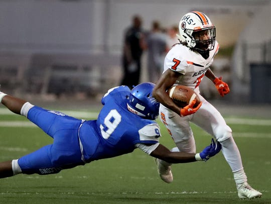 Blackman's Micaleous Elder (7) has committed to MTSU.