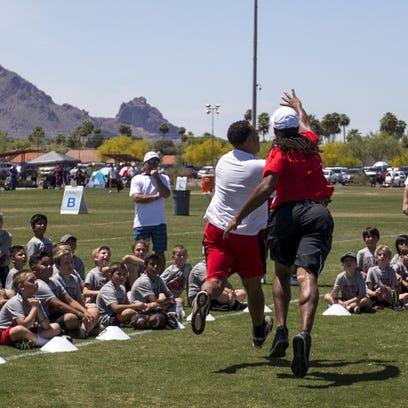 Arizona Republic sports columnist Greg Moore takes