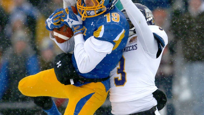 BROOKINGS, SD - NOVEMBER 15: Jake Wieneke #19 from South Dakota State University hauls in a pass in front of Richard Chungong #3 from Western Illinois in the second quarter Saturday afternoon at Coughlin Alumni Stadium in Brookings. (Photo by Dave Eggen/Inertia)