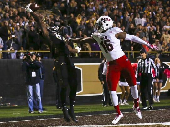 Western Michigan wide receiver Corey Davis, left, catches