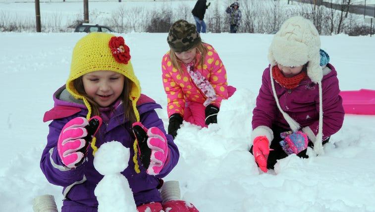 Kids build small snowmen in Shamokin, Pa., on Jan.