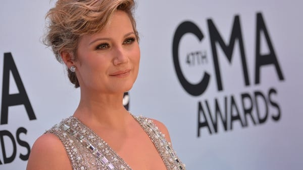 Jennifer Nettles, formerly of Sugarland, will return to Western North Carolina for an Aug. 2 show at Harrah's Cherokee Event Center.