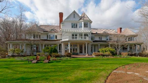 Ron Howard's estate sits on 32 acres in the exclusive Conyers Farm neighborhood.