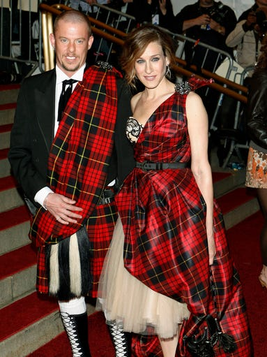 Think of them as sartorial soul mates: those designers and celebrities who seem to be intrinsically connected through style.<br /> <br /> One great example: Sarah Jessica Parker, who was a big fan of visionary designer Alexander McQueen. One of their most indelible partnerships was the ensemble she wore to the May 2006 Metropolitan Museum of Art's Costume Institute Galain New York.