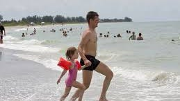 Experts say chumming along Bonita Springs beaches should not bring fears about shark attacks in the gulf.