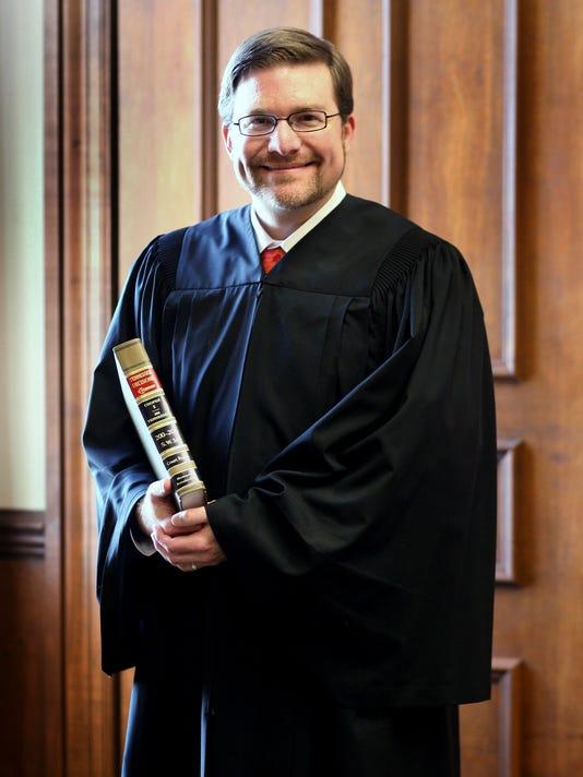 IMG_01-Judge_M_Keith_Sis_2_1_DD2S4FDP.jpg_20121208.jpg