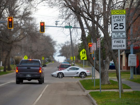 25 mile-per-hour school zone on 25th Street North near