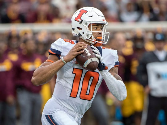 Illinois Fighting Illini quarterback Cam Thomas (10)