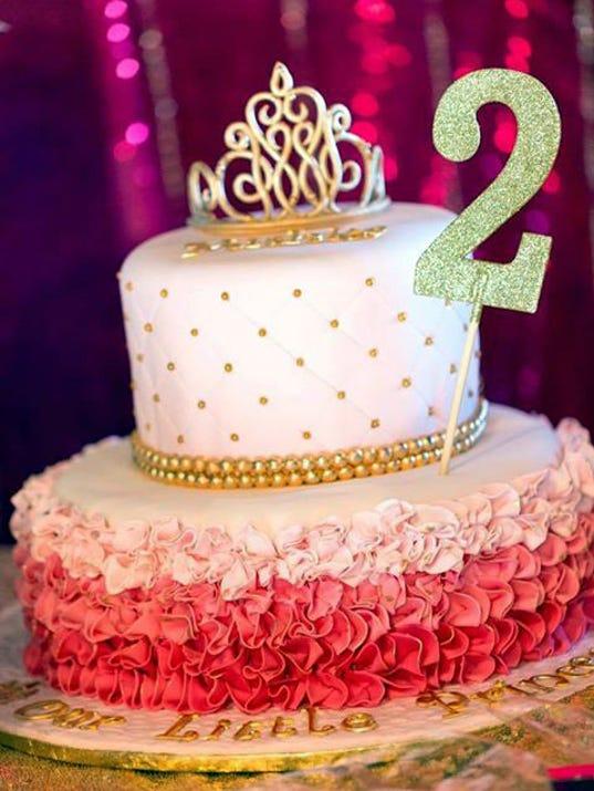 fork26-gold cake