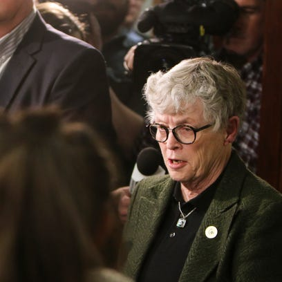 MSU President Lou Anna Simon speaks to members of the
