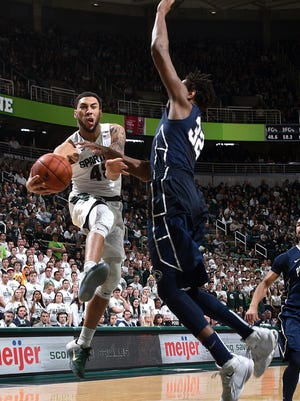 Denzel Valentine had 19 points and eight rebounds on Sunday.