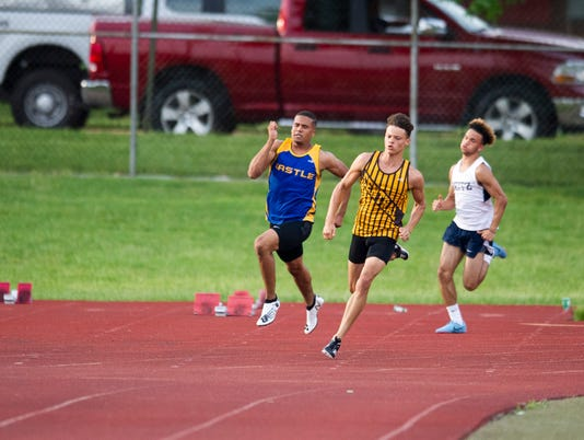 636621985006922029-boys-sectional-track-and-field1-16.JPG
