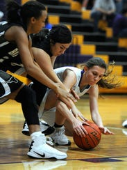 Wylie's Abbey Henson (10) dives for a loose ball with