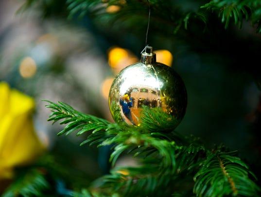 AP LAND TITLE PLAZA CHRISTMAS TREE I USA WA