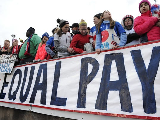 636597350475766377-YDRBrd-10-30-2016-DlyRecord-1-E005-2016-10-27-IMG-Gender-Pay-Gap-2-1-TGG6ACDK-L908056415-IMG-Gender-Pay-Gap-2-1-TGG6ACDK.jpg