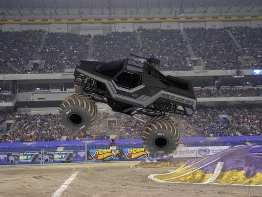 monster jam at ford field army vet tony ochs now behind wheel. Black Bedroom Furniture Sets. Home Design Ideas