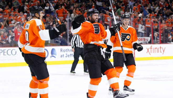 Sam Gagner, center, has a goal and an assist in the last two games.