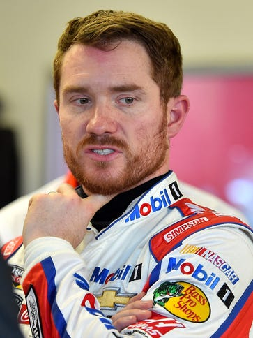 Brian Vickers will drive for the injured Tony Stewart