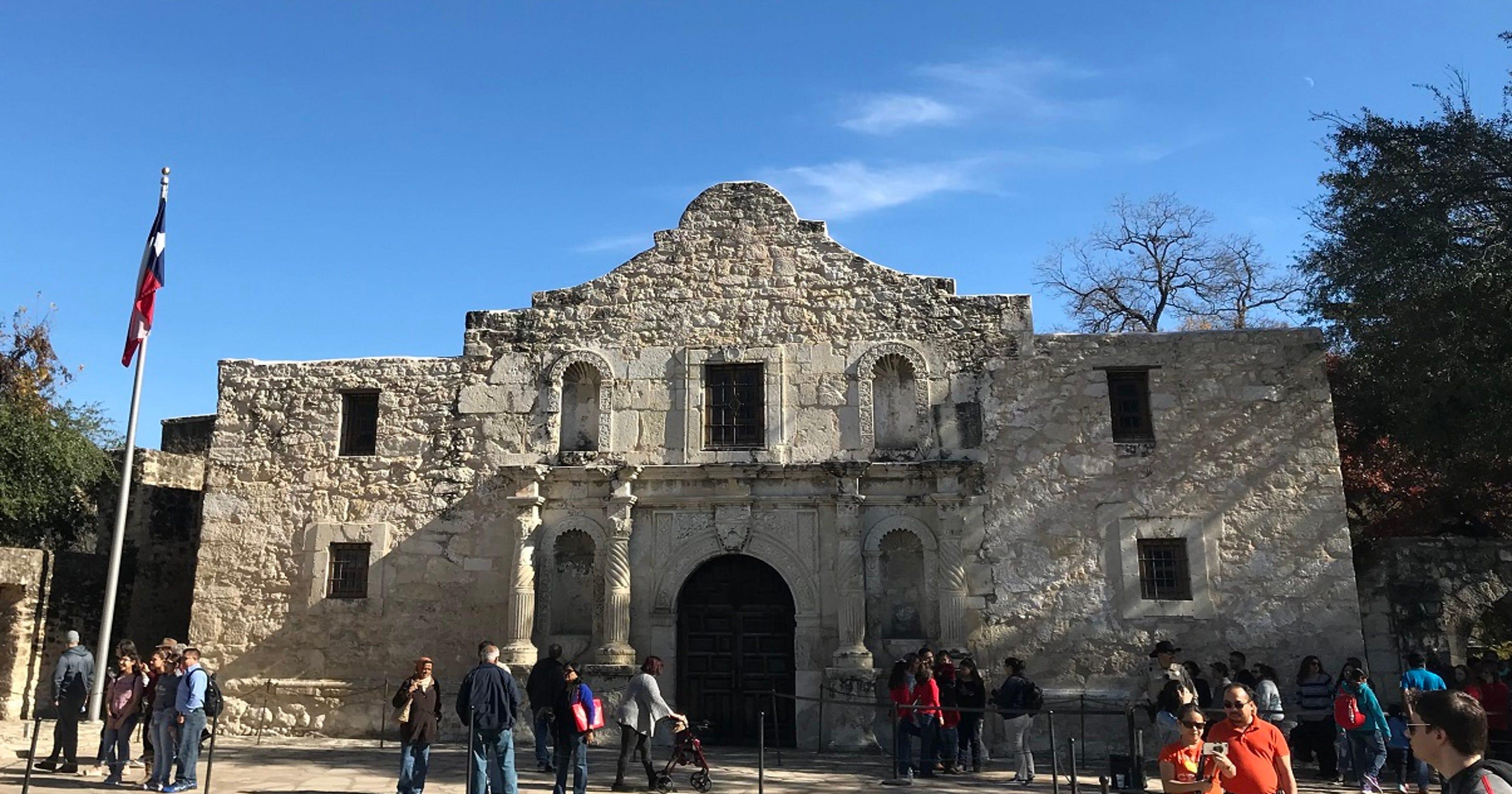 Texas Iconc Alamo Is Now A Political Battlefield