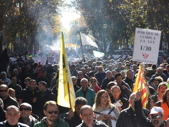 epa06357430 Taxi drivers protest in Madrid, Spain,
