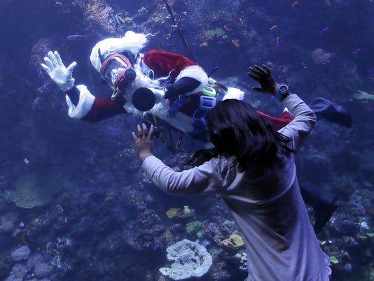Scuba Santa (3)