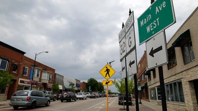 Traffic comes to a stop along Main Avenue in De Pere on Tuesday, May 24, 2016.