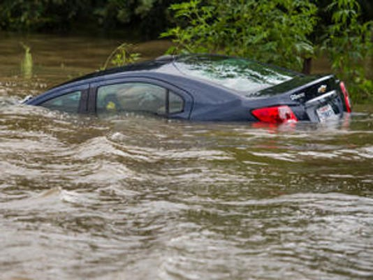 636092754681994861-car-flood.jpg