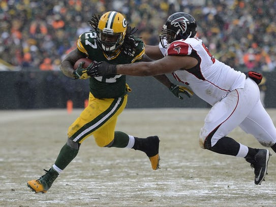 Green Bay Packers running back Eddie Lacy (27) tries