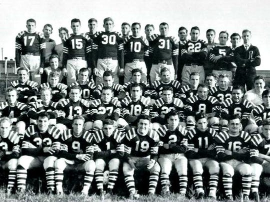 The 1939 Lawrence Tech team gathers for a photo.