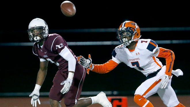 Aquinas' Earnest Edwards, left, in a game with Liverpool's Daryl Nixon Jr.