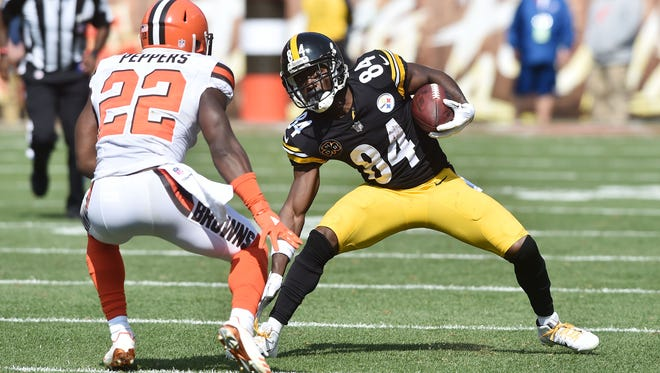 Pittsburgh Steelers wide receiver Antonio Brown (84) runs with the ball after a catch as Cleveland Browns linebacker Jabrill Peppers (22) defends during the second half at FirstEnergy Stadium.