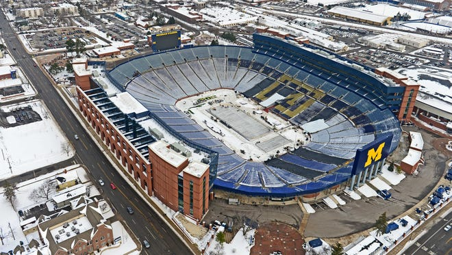 107,000 are scheduled to fill Michigan Stadium, setting an attendance record for hockey