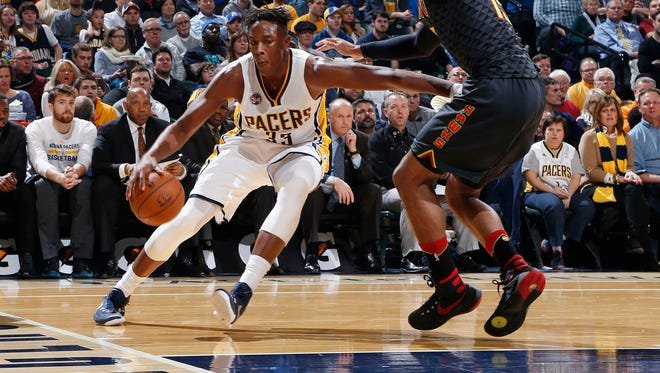 Indiana Pacers center Myles Turner (33) dribbles the ball as Atlanta Hawks center Al Horford (15) defends at Bankers Life Fieldhouse.