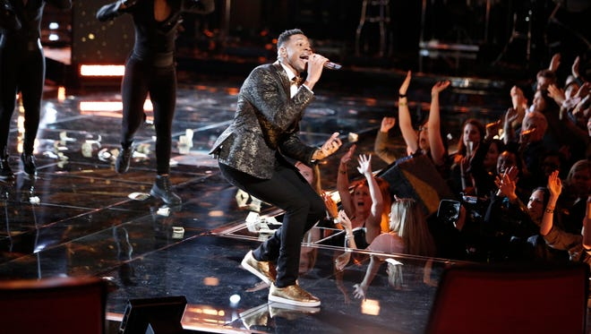"""Knoxville's Chris Blue performs """"24K Magic"""" by Bruno Mars in """"The Voice"""" Top 10 Live Shows."""