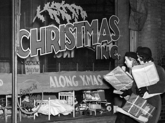 1937: Two shoppers browse the windows at Christmas, Inc. on Eigth St. in downtown Des Moines.