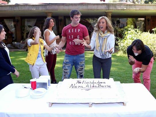 Nora Salinas compartió el pastel con Boris Duflos,