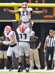 Georgia offensive tackle Isaiah Wynn (77) holds up