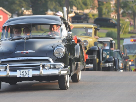 A 1951 Chevy and other classic cars at the Path Valley