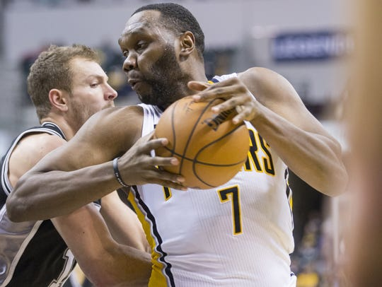 Al Jefferson, facing David Lee and San Antonio in 2017,