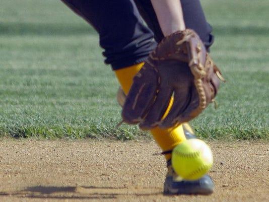 -web-art sports softball mitt and ball2.jpg_20140328.jpg