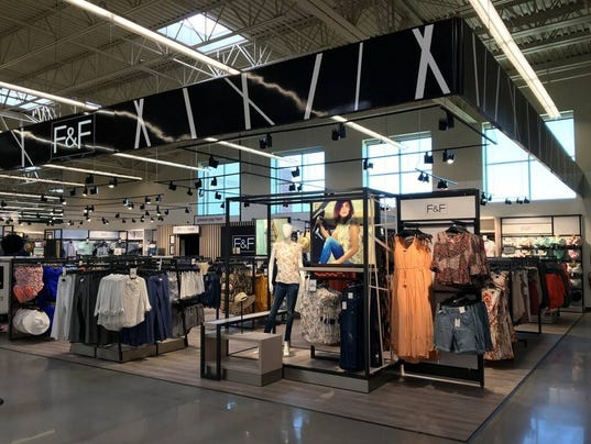 Grocery Chic Hy-Vee Opening In-store Clothing Boutiques