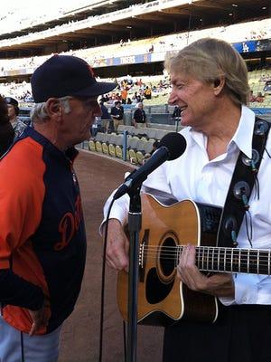 Bill Slayback talks to former Tigers manager Jim Leyland.