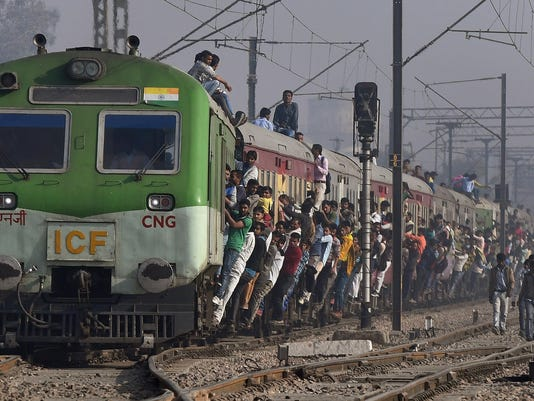 TOPSHOT-INDIA-ECONOMY-GDP-TRANSPORT