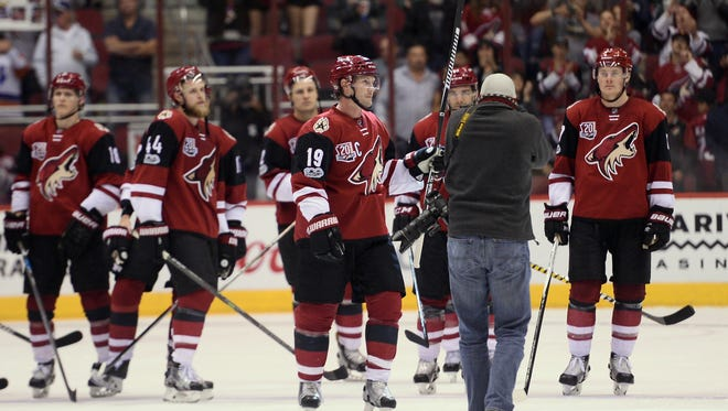 Arizona Coyotes right wing Shane Doan (19) salutes the crowd after the third period against the Minnesota Wild at Gila River Arena.